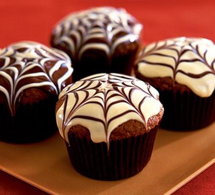 ad halloween i muffin con 'ragnatela' al cioccolato